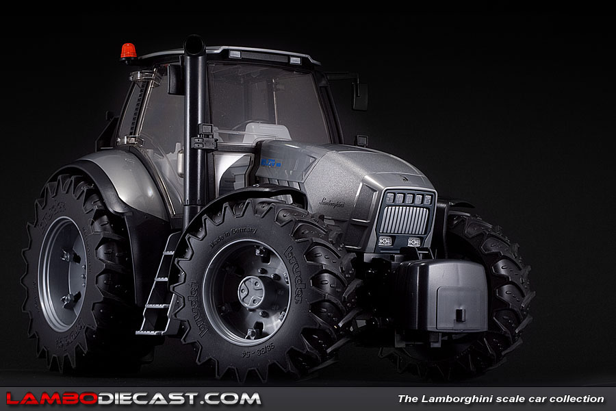 The 1 16 Lamborghini Tractor R8 270 Dcr From Bruder A Review By Lambodiecast Com