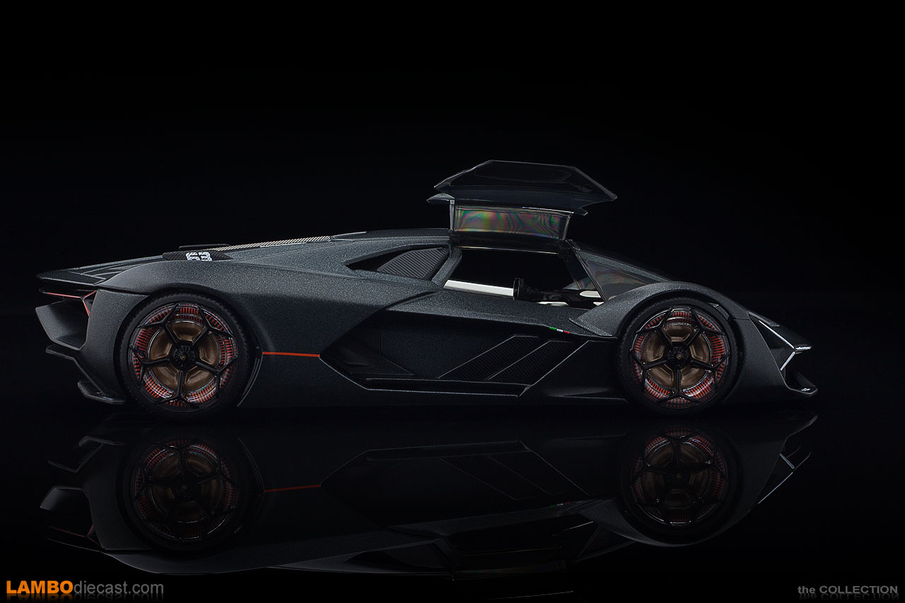 Side view of the Lamborghini Terzo Millennio in 1/24 scale by Bburago