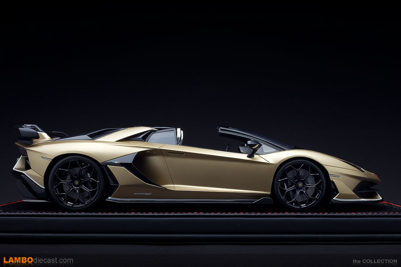The Lamborghini Aventador SVJ Roadster presentation version from MR in 1/18 scale
