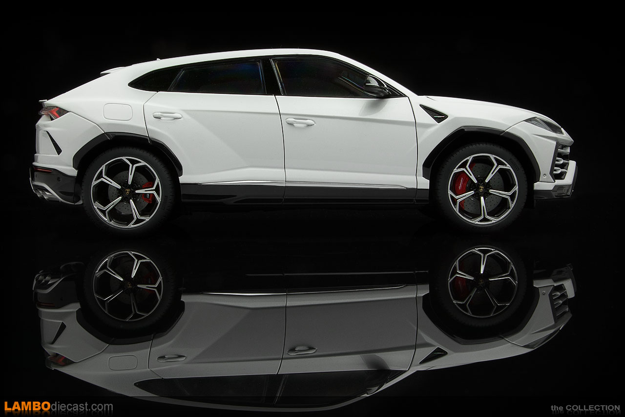 Side view of the Lamborghini Urus in Bianco Icarus made by AUTOart in 1/18