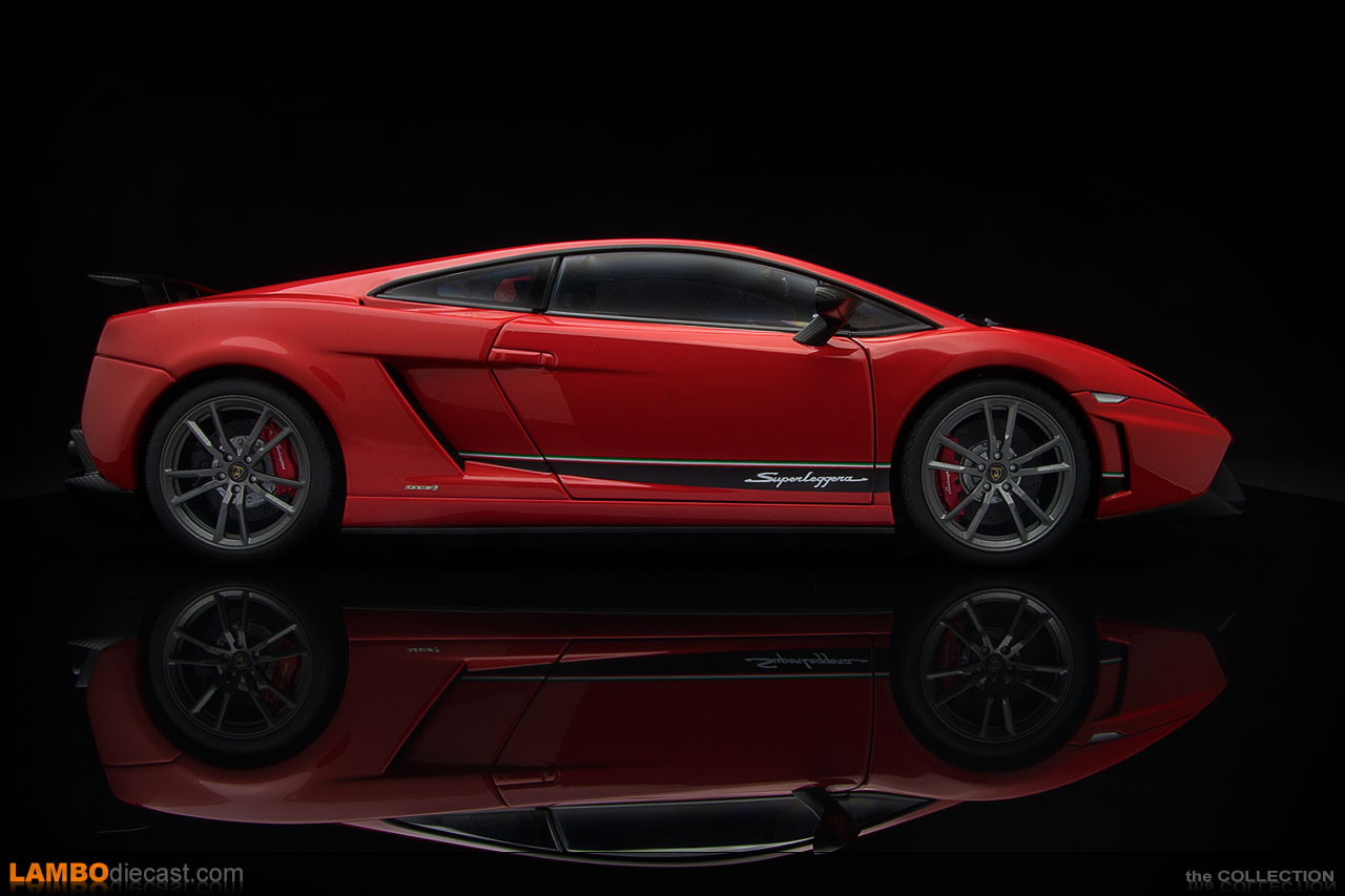 Side view of the 1/18 scale Lamborghini Gallardo LP570-4 Superleggera by AUTOart