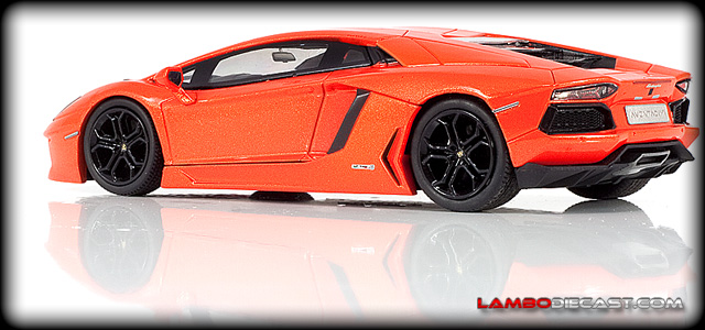 The 1/43 Lamborghini Aventador LP700-4 from Hotwheels, a review by LamboDieCast.com